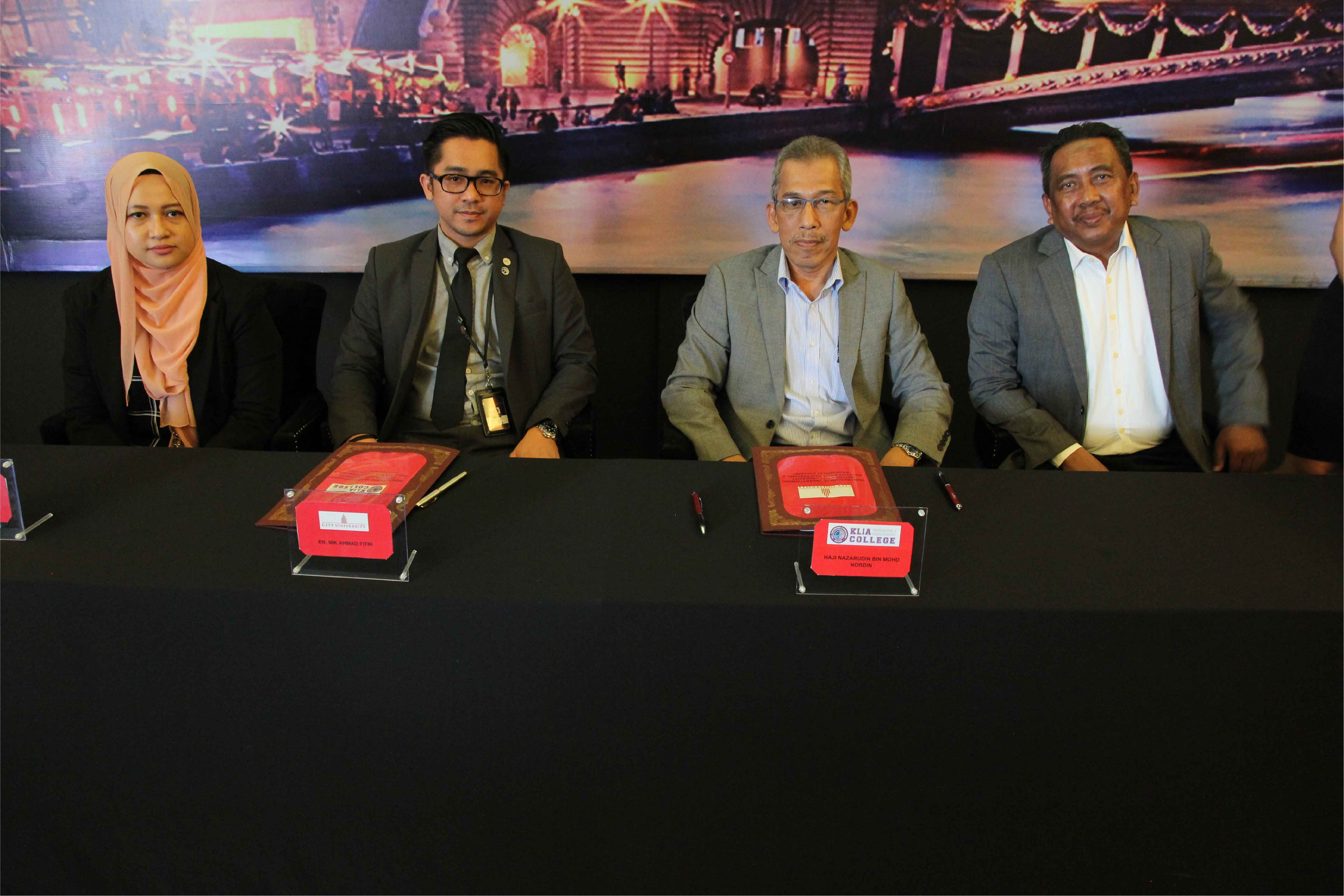 MoU Signing by City University and KLIA Professional Management representatives